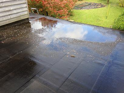 ponding_water_on_flat_roofs